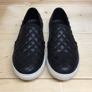 Steve Madden black ECENTRCQ slip on shoes size 8